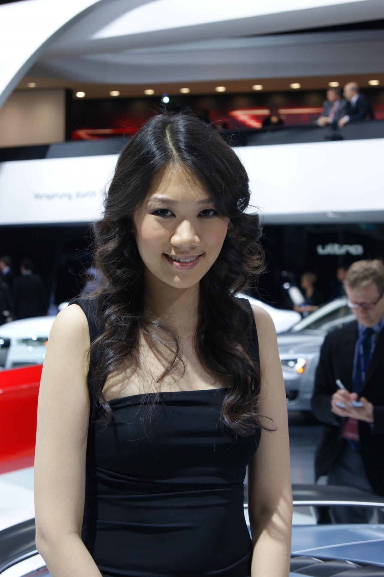 Detroit Auto Show Girls AutoTribute - Asian car show girls