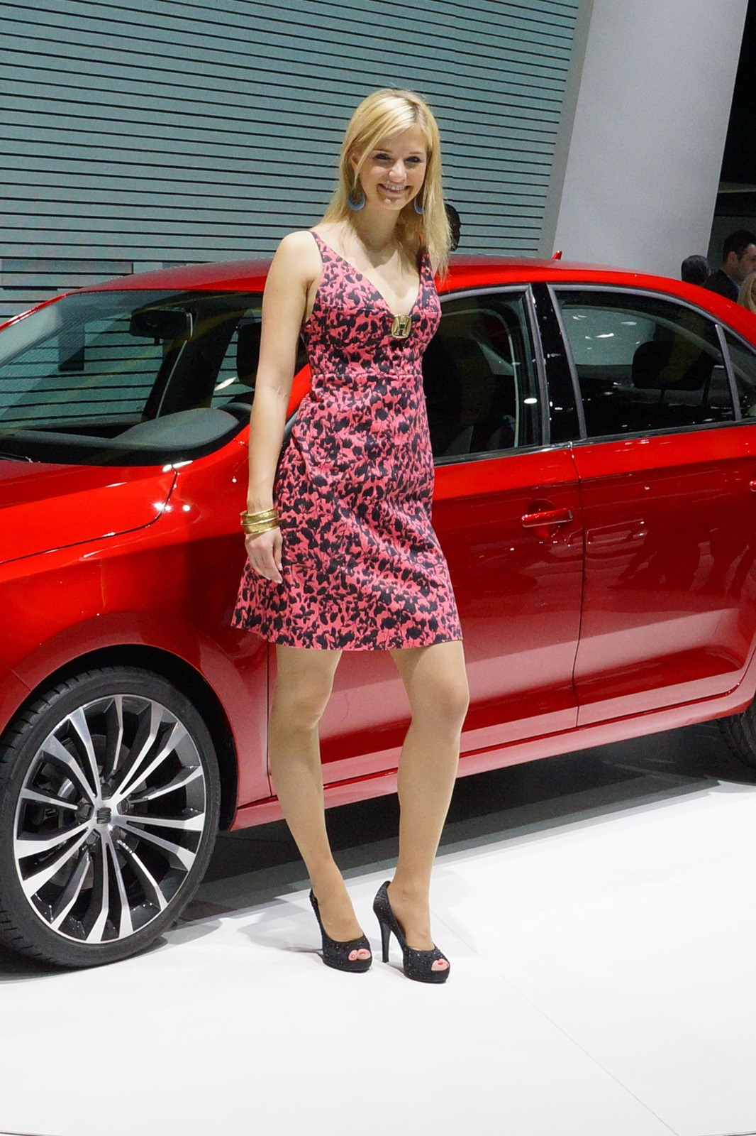 Plug In Hybrid Cars >> 2012 Geneva Motor Show Girls - AutoTribute