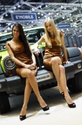 2012-geneva-motor-show-jeep-girls
