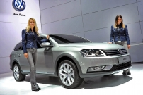 2012 New York Auto Show Girls
