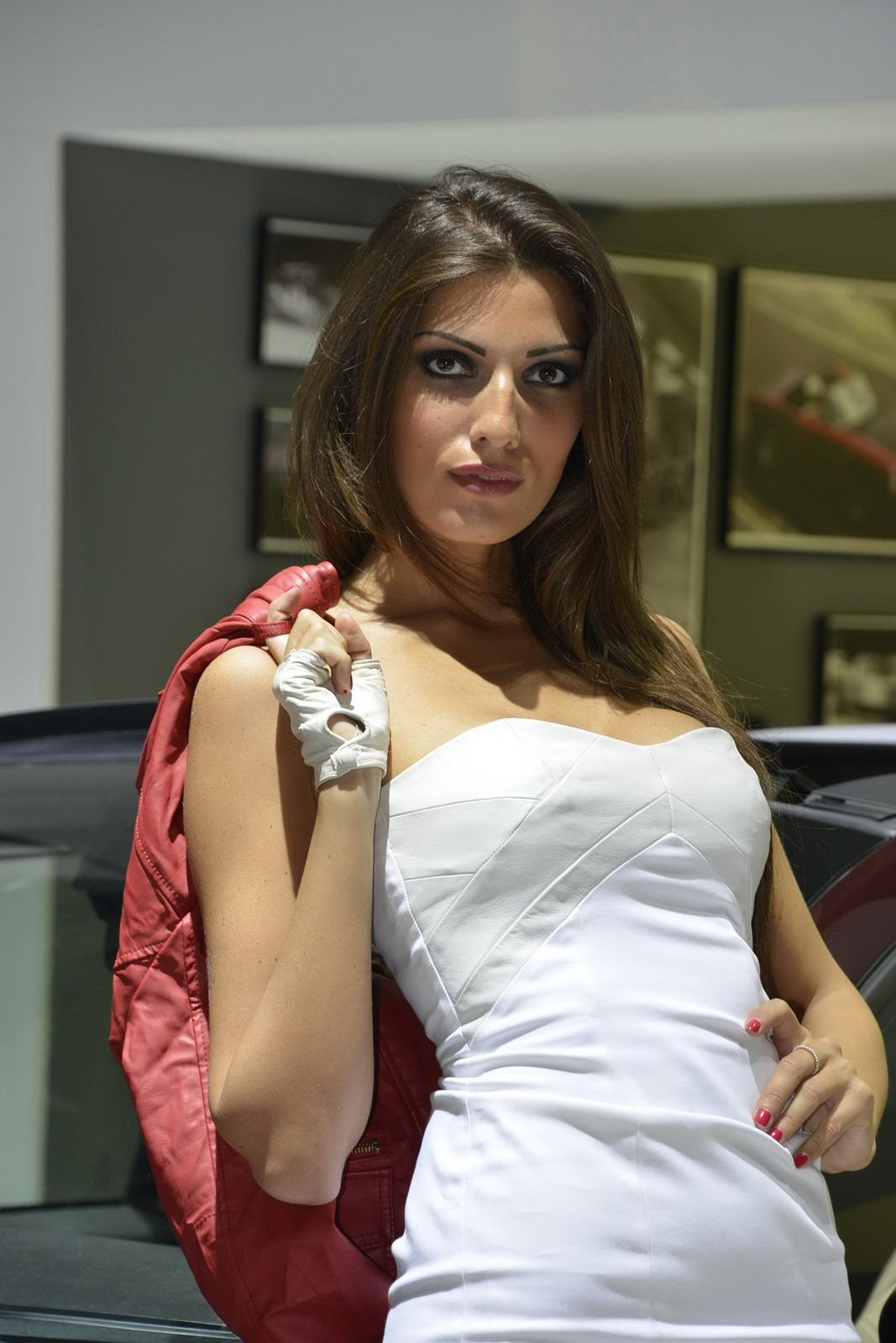 2012 paris motor show brunette girl