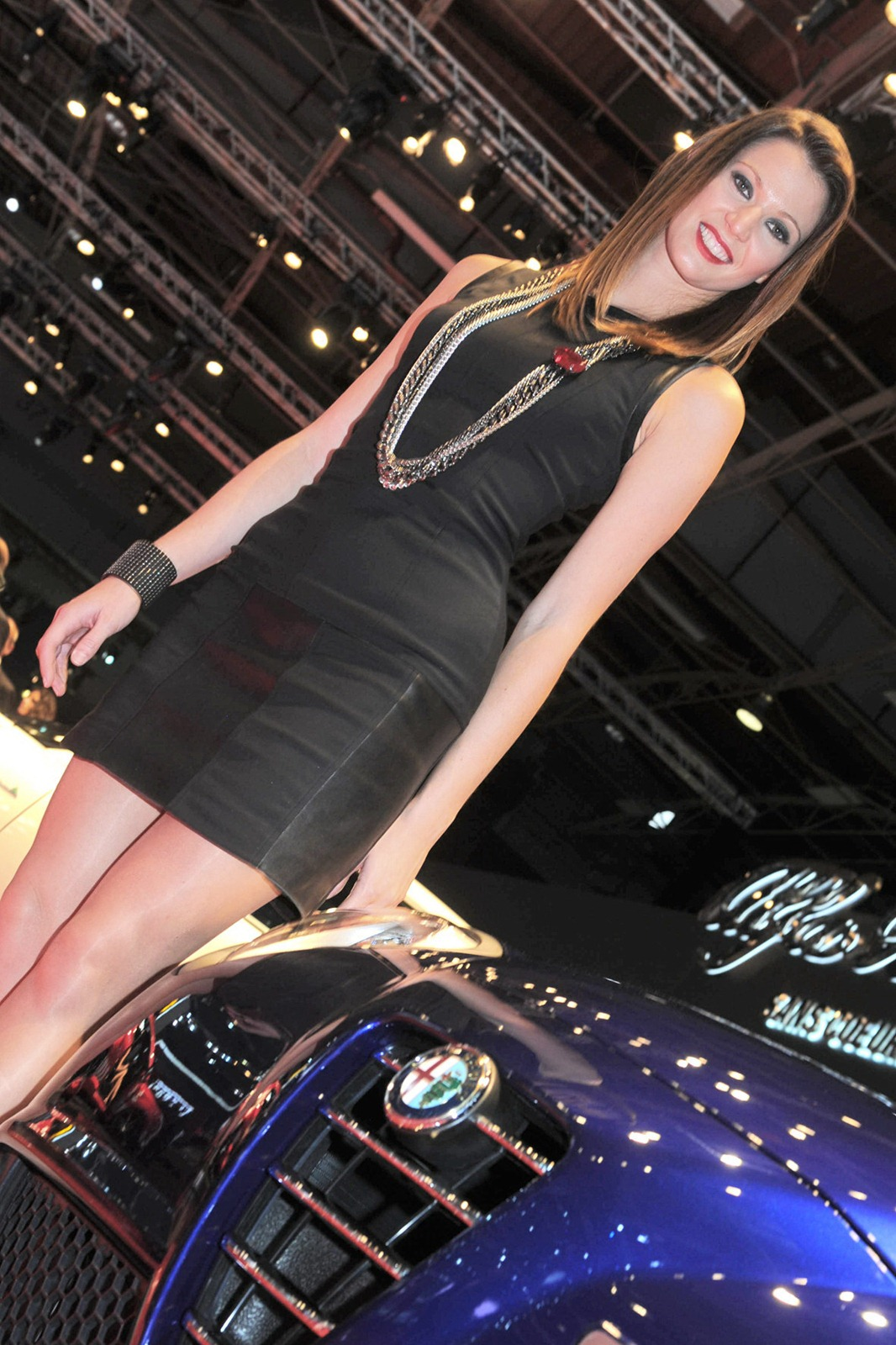 paris motor show girls autotribute. Black Bedroom Furniture Sets. Home Design Ideas