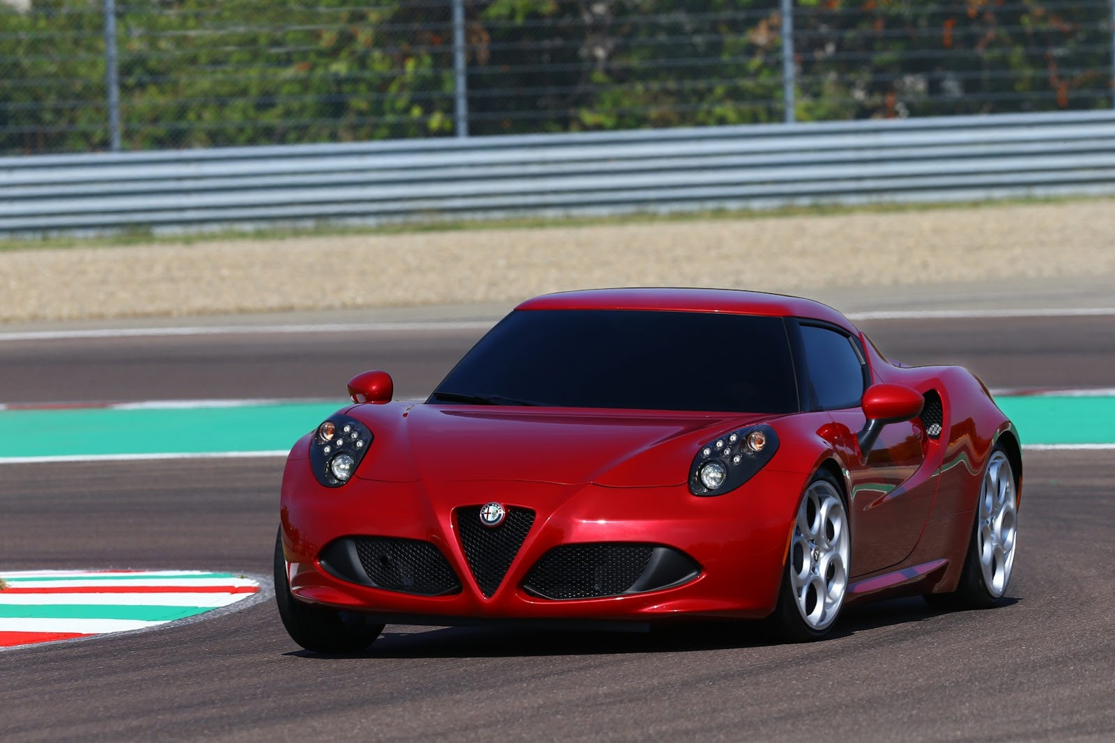 alfa romeo 4c sports car launches pictures and details video. Black Bedroom Furniture Sets. Home Design Ideas