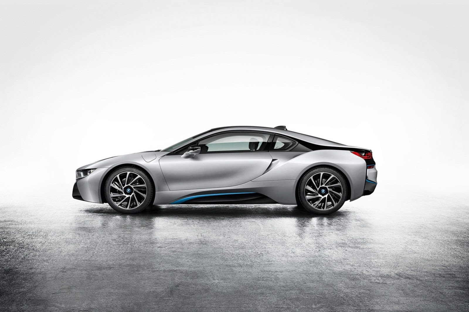 bmw i8 plug in hybrid sports car autotribute. Black Bedroom Furniture Sets. Home Design Ideas