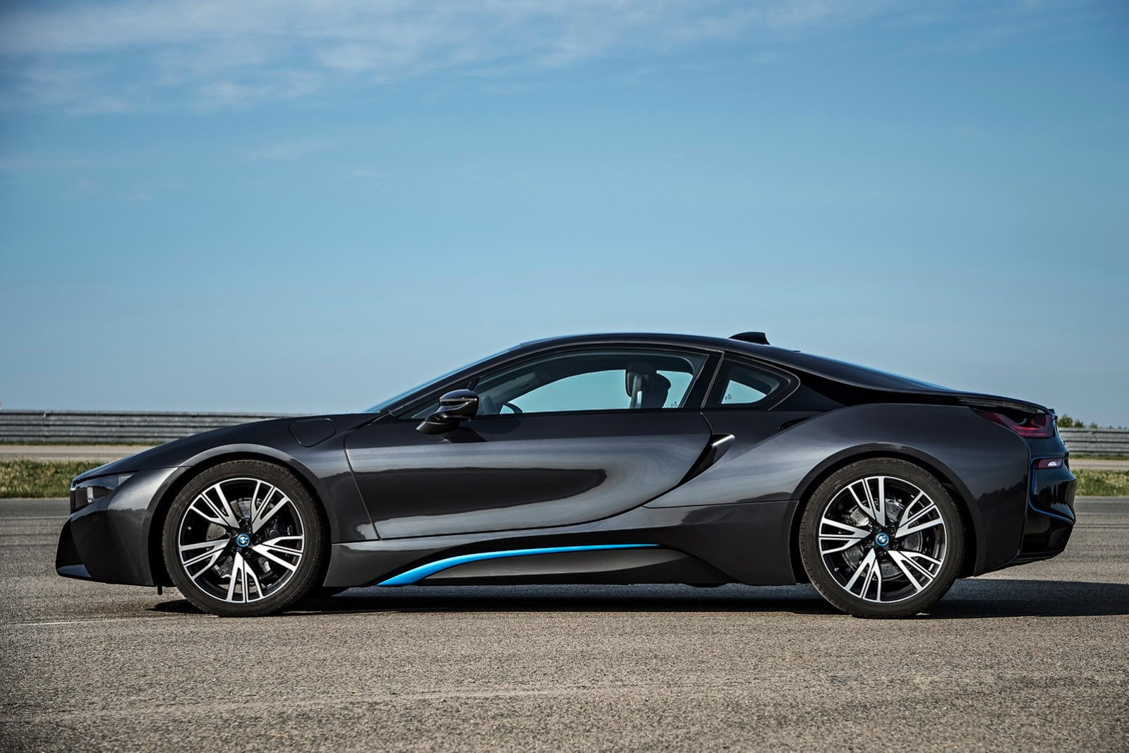 Bmw I8 Plug In Hybrid Sports Car Pictures And Details Video