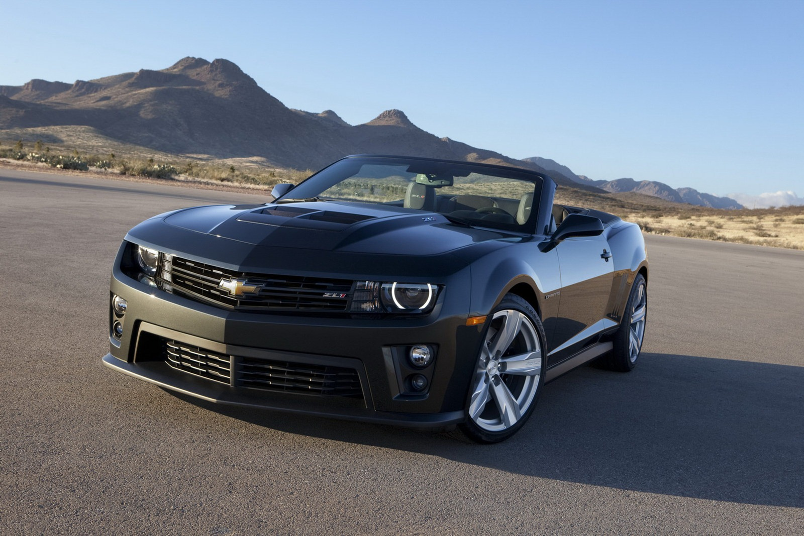 Video Ford Shelby Gt500 Vs Chevrolet Camaro Zl1 Autotribute