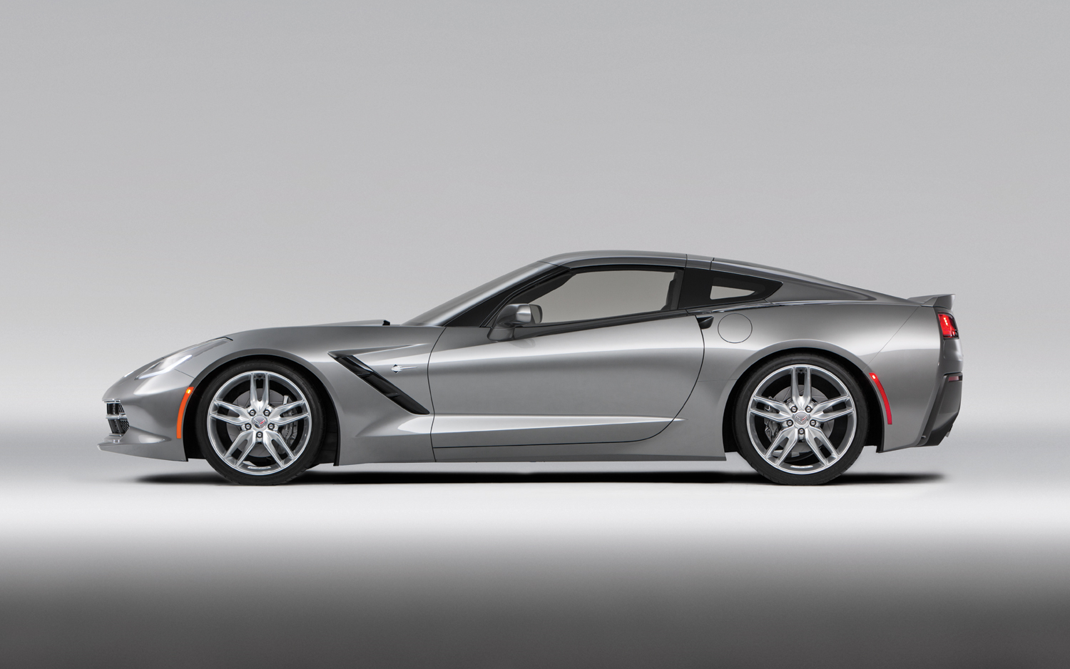 video chevrolet corvette c7 stingray autotribute. Black Bedroom Furniture Sets. Home Design Ideas