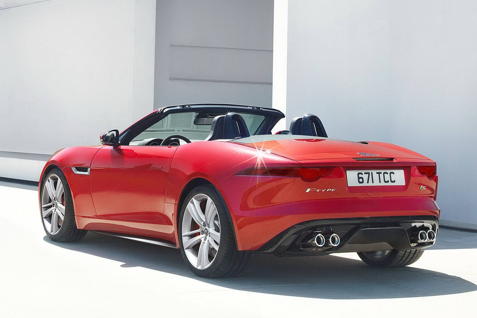 new 2013 jaguar f type roadster price starts at 69 000. Black Bedroom Furniture Sets. Home Design Ideas