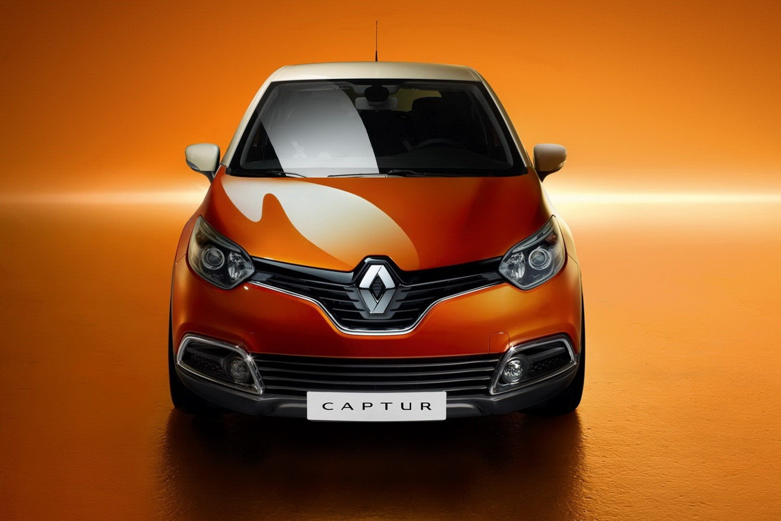 renault captur crossover photos revealed autotribute. Black Bedroom Furniture Sets. Home Design Ideas