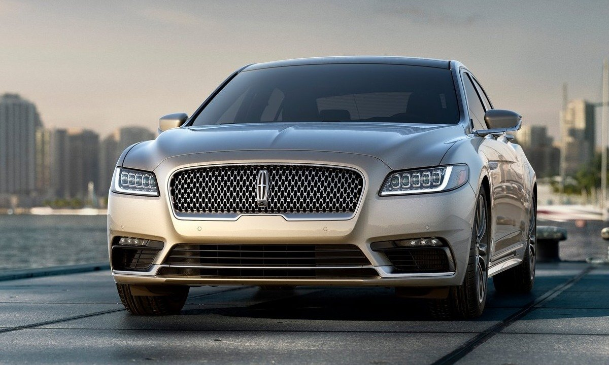 2017 Lincoln Continental, front view