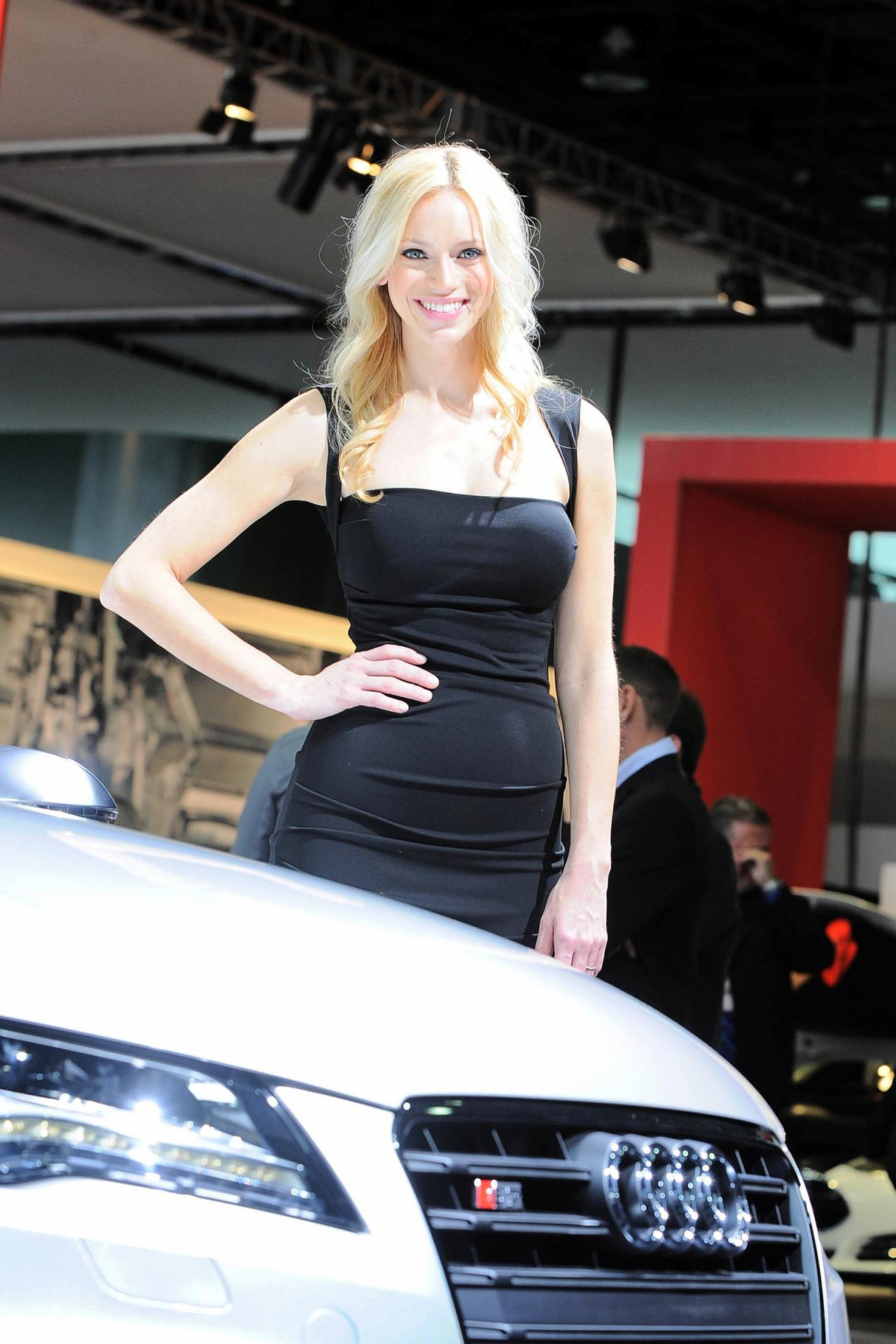 Plug In Hybrid Cars >> Detroit Auto Show Girls - AutoTribute