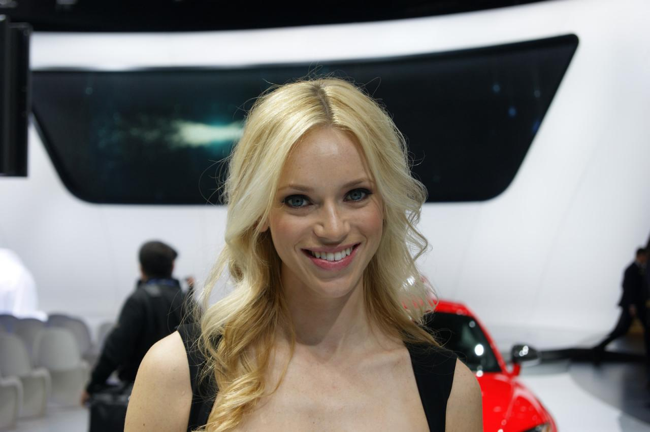 Detroit Auto Show Girls - AutoTribute