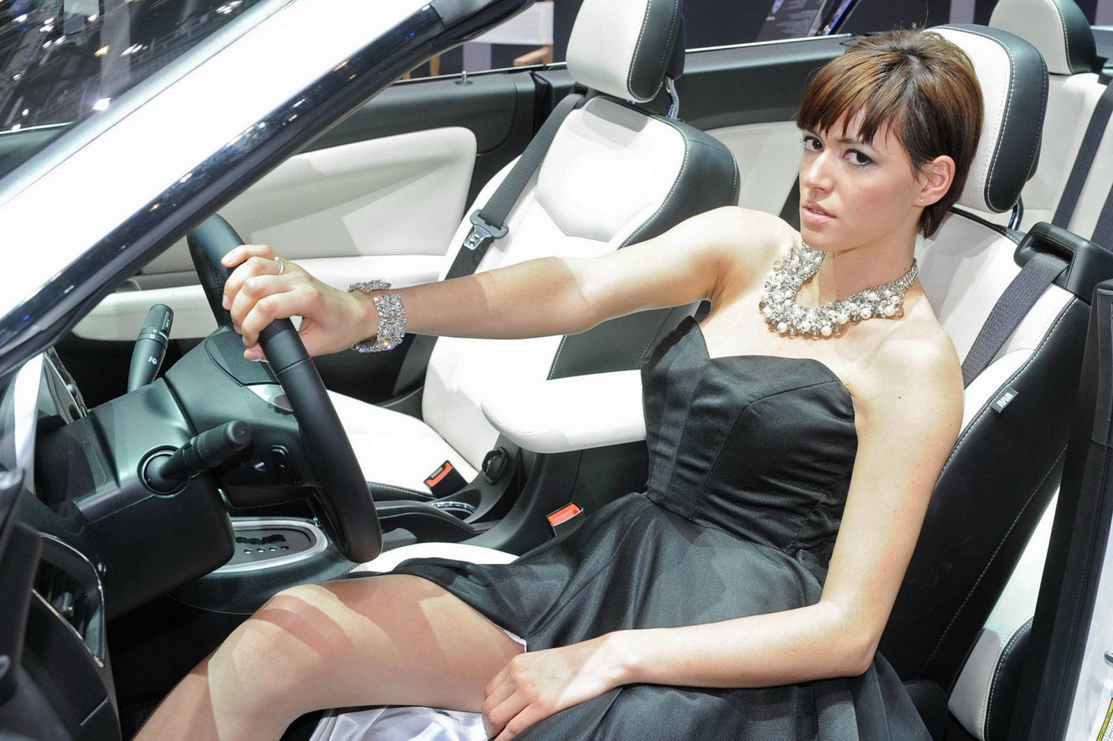 Self Driving Car >> 2012 Geneva Motor Show Girls - AutoTribute