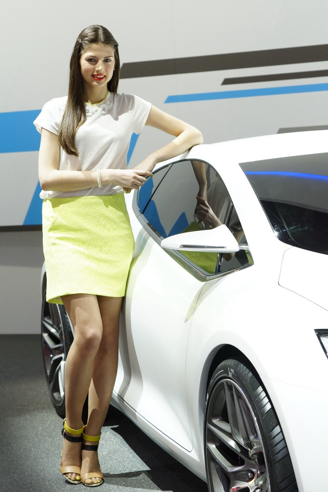 Auto Driving Car >> 2012 Geneva Motor Show Girls - AutoTribute