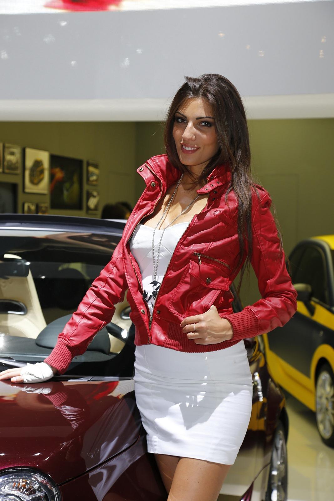paris motor show girls   autotribute