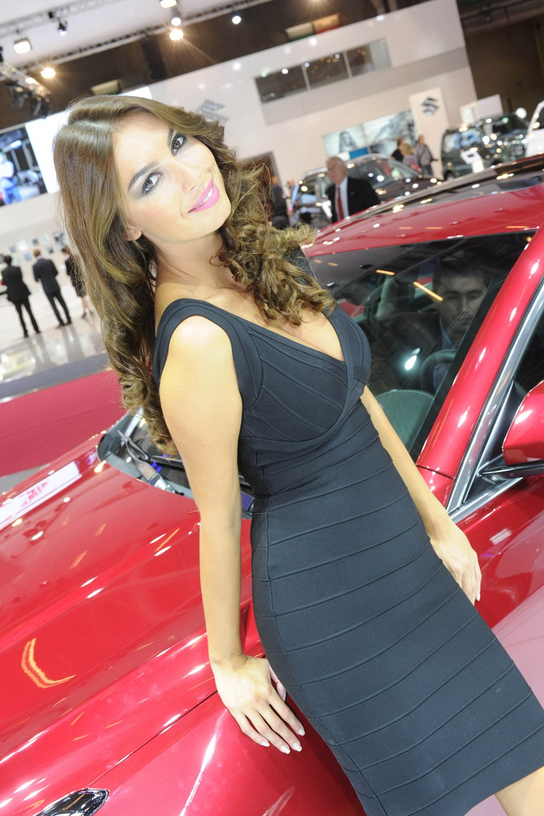 What Is A Crossover Suv >> Paris Motor Show Girls - AutoTribute