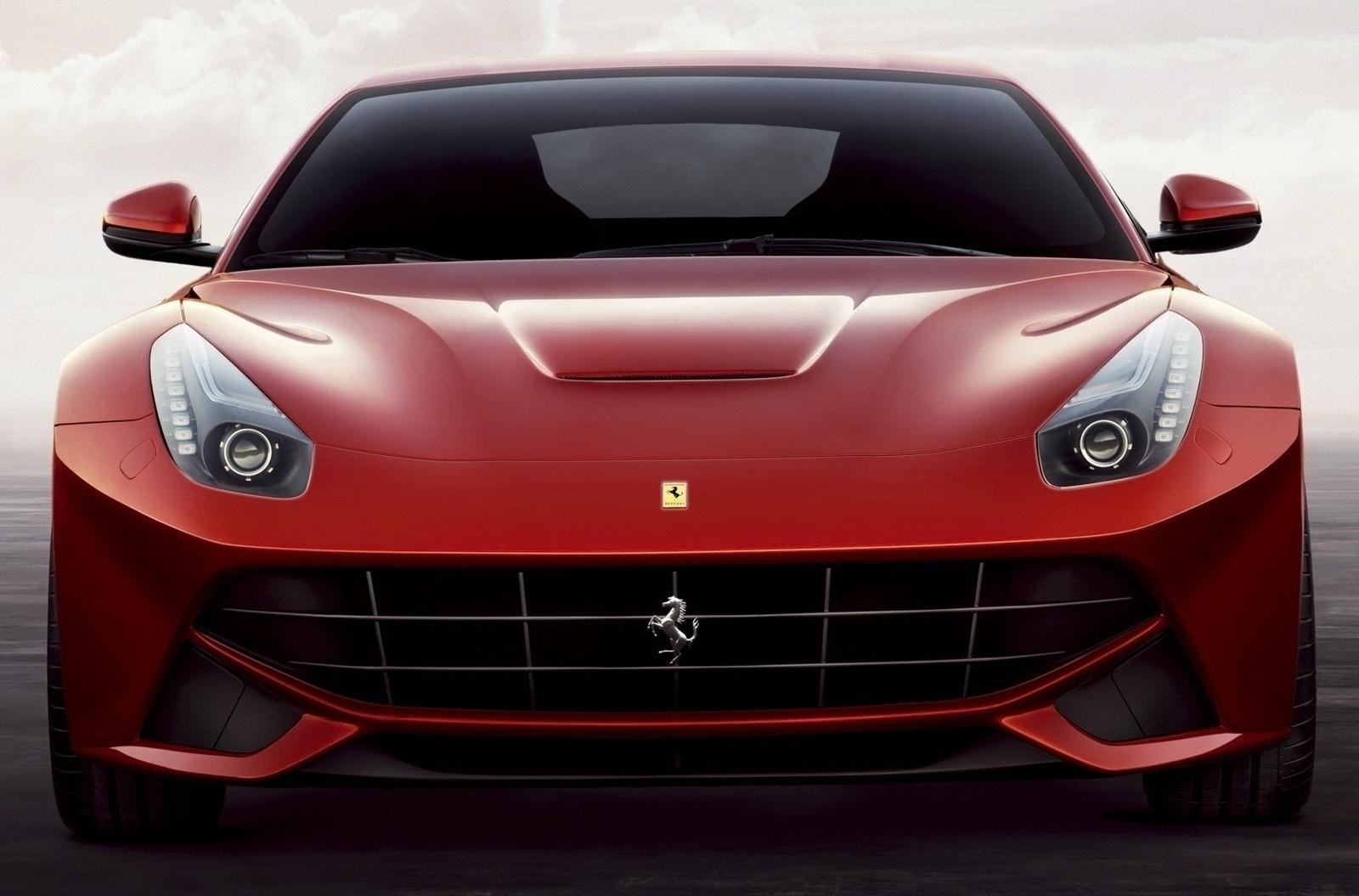 Ferrari F12 Berlinetta vs Lamborghini Aventador, Photo ...