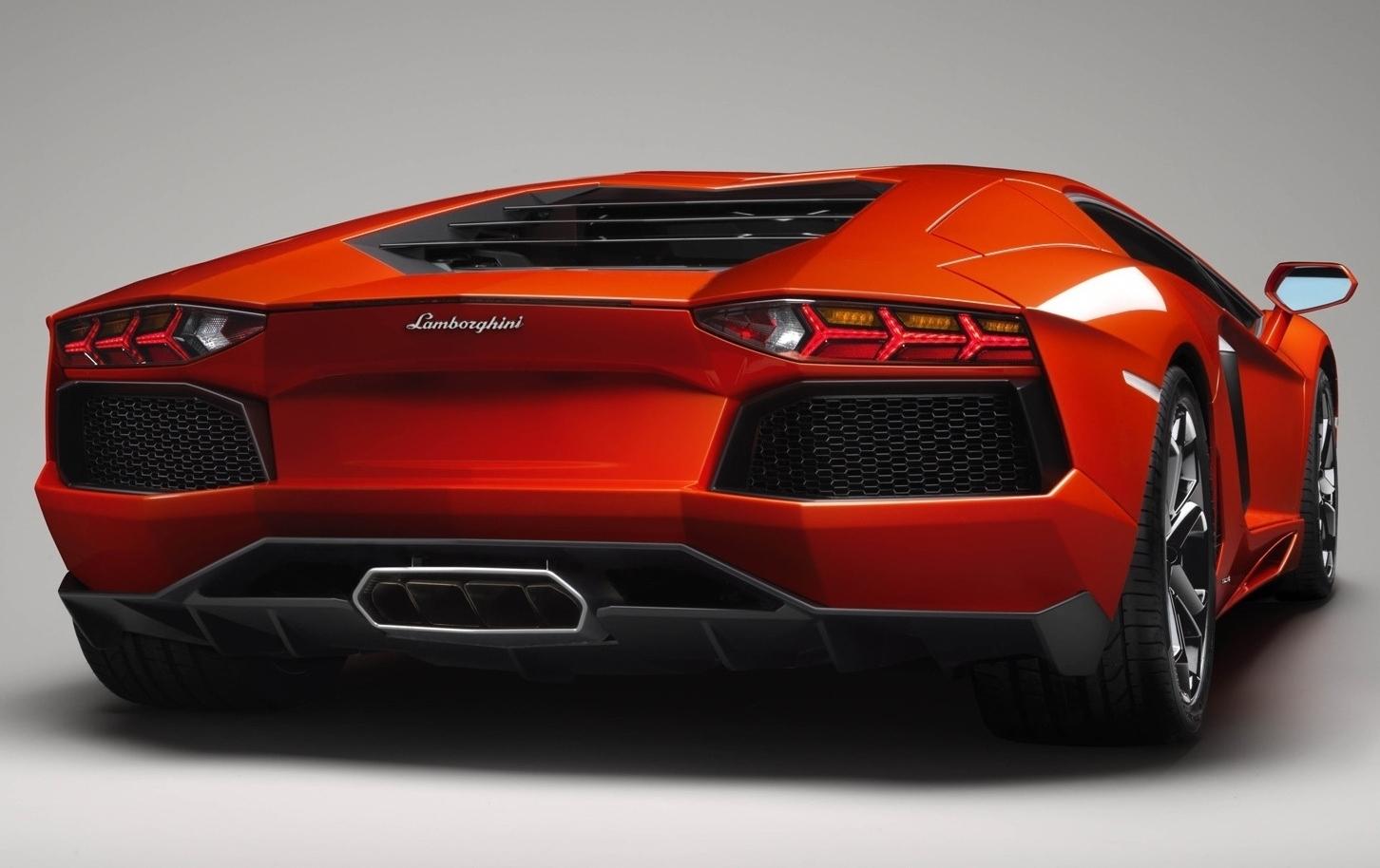 Ferrari F12 Berlinetta Vs Lamborghini Aventador Autotribute