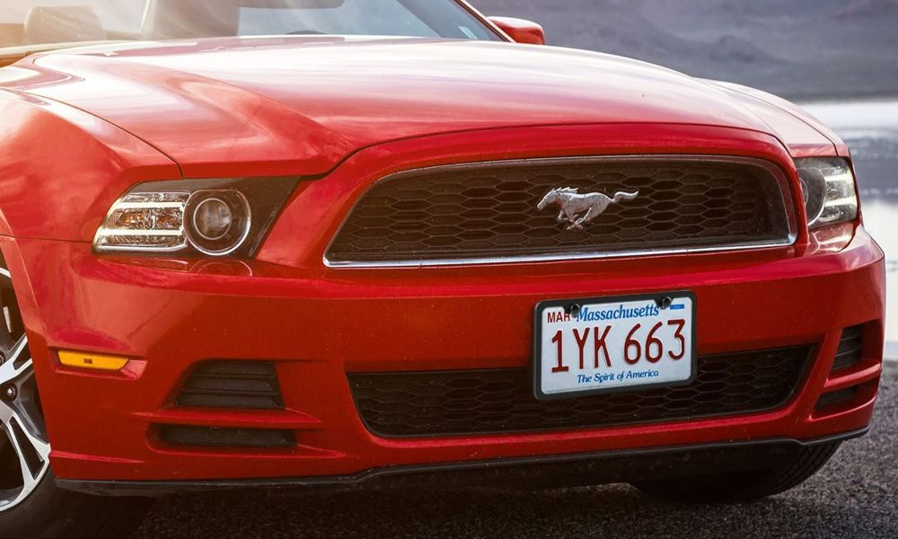 Ford Mustang with right license plate screw size