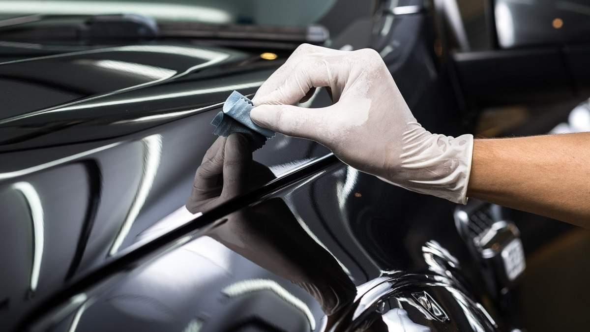 Man applying best ceramic coating for cars