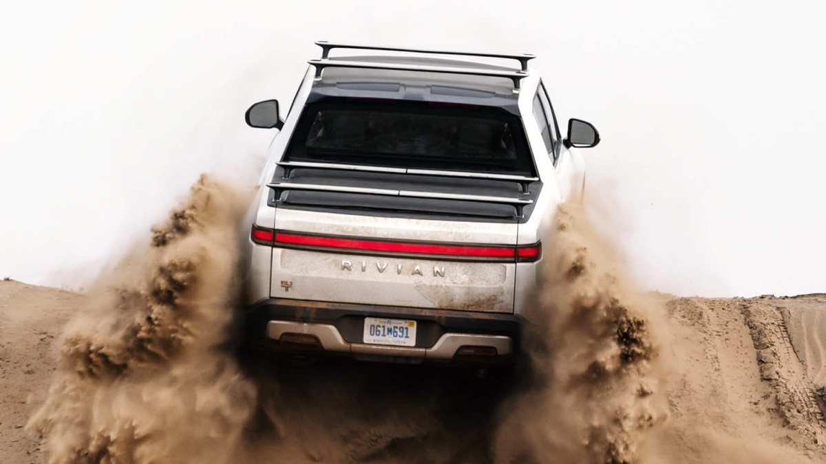 pros and cons of electric cars - Rivian R1T Off-Roading